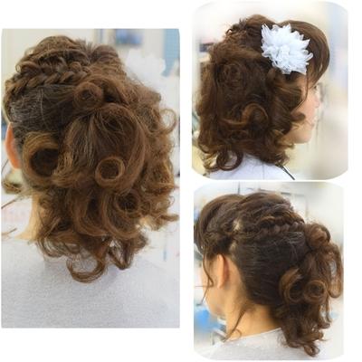 大井町の美容院・美容室・ヘアサロン!ヘアメイクナフィーズです  結婚式/二次会用アップスタイル フンワリしたドレスなのでトップよりサイドにボリュームを 6箇所のクルリンパに三つ編み、シルバーのコサージュでアクセントに #結婚式 #二次会 #セット #大井町の美容院美容室ヘアメイクナフィーズ #ナフィーズ #ヘアメイクナフィーズ #くるりんぱ #サイドアップ #アップ #アップスタイル #ヘアアレンジ #ヘアスタイル
