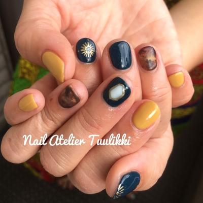 秋のオススメカラーを詰め込みました😊 #秋ネイル #秋カラー #手描きアート #ショートネイル #マスタード #深緑