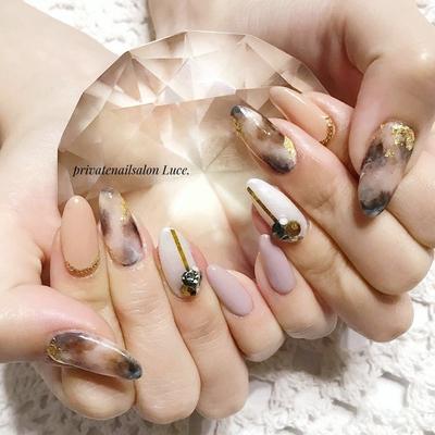 . #mynail#nail#nailart#gel#秋 #autumn#simple#大人可愛い #べっ甲#白べっ甲#金箔#自爪 #ビジュー#ビジュー盛り#kawaii #Nailbook#tredina#nailist#奈良 #自宅サロン#お家ネイル#Luce.