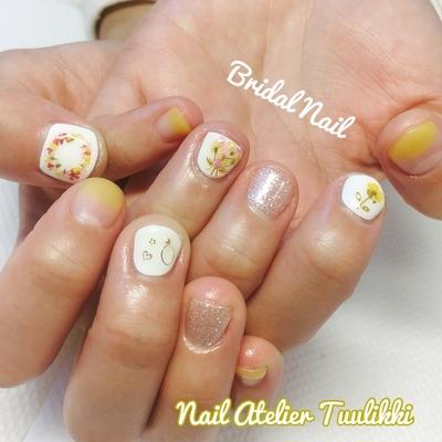 ブライダルの前撮りのためにお越しくださいました。押し花を使った可愛らしいデザインです。 #押し花 #押し花ネイル #ドライフラワーネイル #冠ネイル #ショートネイル #短めネイル #短い爪を可愛くする #代々木上原 #下北沢