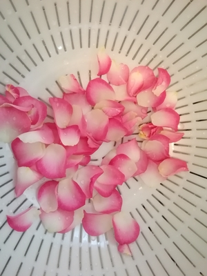 ピンクの小さめローズがキュート。 自然なものを使うのは運命だと思っています。  #リラクゼーションサロン #ストレッチサロン #全身美 #タイ古式エステサロン