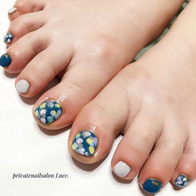 . #お客様ネイル#nail#nailart#gel #foot#footnail#秋冬#デザイン #flower#大人可愛い#kawaii#💅 #Nailbook#tredina#nailist#奈良 #自宅サロン#お家ネイル#Luce.