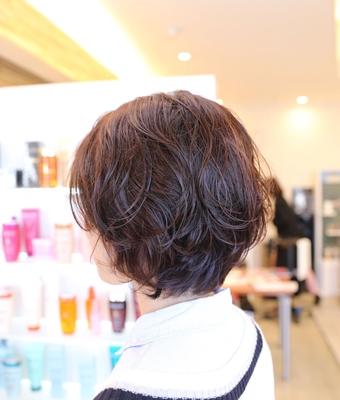 パーマとヘアカラーのお客様です✨  ヘアカラーは透明感のあるシアモーブピンク♡  仕上げは、オーガニックワックス(moii)をつけて無造作に♪  ボリュームを出すスタイルは、大きくなり過ぎないように、耳後ろのボリュームを抑えるようにカットをする事が重要です✨😊 ※ 写真は会計の時に撮らせて頂いたスナップ写真のリアルサロンスタイルです。  #パーマスタイル #ボブ #パーマ #名古屋市北区 #名古屋市北区美容室  #ケラスターゼ #ヘアスタイル #ヘアカラー #名古屋市北区美容院 #上飯田 #平安通 #名古屋市守山区 #春日井 #大曽根 #口コミ #ファッション #ヘアメイク #撮影モデル #hair #ルベル #ビューティー #ヘアアレンジ #スプラッシュ #splash #ウェーブ  #ミディアム #ヘアカラー #ピンク #ヘア #ピンクヘアー #ピンクカラー