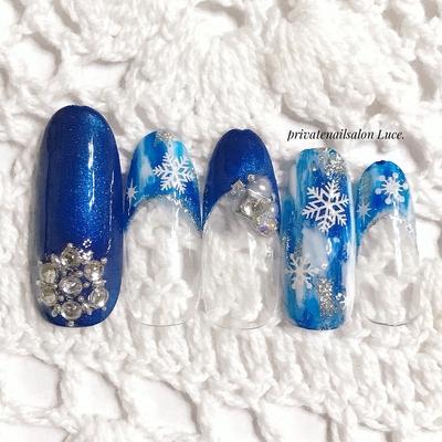 . #nail#nailart#sample#design #冬#冬ネイル#winter#kawaii #大人ネイル#大人可愛い#💅 #navy#タイダイ#雪の結晶#❄ #Nailbook#tredina#nailist#奈良 #自宅サロン#お家ネイル#Luce.