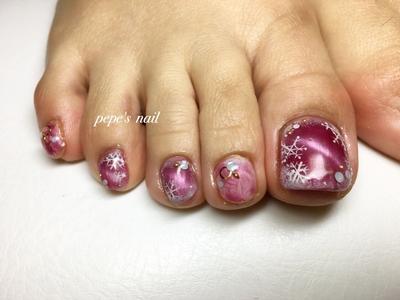 冬カラーキャッツアイ💅 新色キャッツアイが人気です。前回のネイルのpicの赤よりも、深い色味でした。 サンプルから選ばれたアートは、人差し指と小指がマーブル模様になっています。 こそーっと雪だるまも⛄️ ハンドで楽しめない方は是非フットでネイル楽しみましょー♡♡ ・ #pepesnail #nail #nailart #nailstagram #gelnail #nails  #paragel #pregel#handnail #footnail #ネイル #ネイルアート #きまぐれキャット#ハンドネイル#フットネイル#冬ネイル #キャッツアイ#マーブル #クリスマスネイル#お正月ネイル#サンプルより