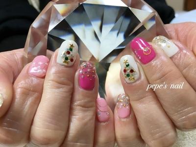 キラキラなクリスマスを〜🎄💕 ・  #pepesnail #nail #nailart #nailstagram #gelnail #nails  #paragel #pregel#calgel#handnail #footnail #ネイル #ネイルアート #きまぐれキャット#ハンドネイル#フットネイル#冬ネイル #クリスマスネイル#キラキラネイル#隠れミッキー