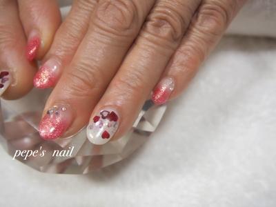 もーすぐバレンタイン♡ ・ ・ #pepesnail #nail #nailart #nailstagram #gelnail #nails  #paragel #pregel#handnail#ネイル #ネイルアート #ハンドネイル#冬ネイル #バレンタインネイル#ハートホロ#グラデーション#スワロフスキー #自宅ネイル#大分市