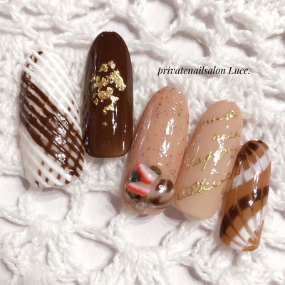 #ネイル #ネイルチップ #ジェル #ジェルネイル #バレンタイン #valentine #sweets #スイーツ #お菓子 #チョコ #chocolate #紗々 #アイシング #金箔 #フルーツ #英字 #シール #ピーコック #バレンタインネイル #Luce.