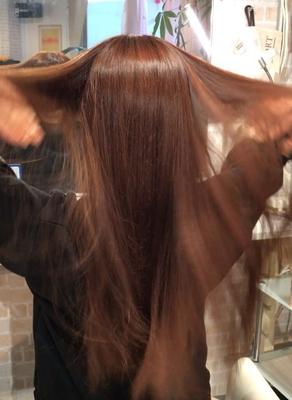 https://t.co/8qVpFR0Qxi メニューはこちら⬆  #広島 #8LAMIA8 #ラミア #ファイバープレックス #ヘアカラー #傷まない  ファイバープレックス使用のお客様! 髪の毛の傷みが気になるお客様で仕上がりを 手で触っていただきました。 仕上がりは、ヘアカラーをしたにもかかわらず、髪の毛のパサツキが無くなり、柔らかい手触りで 艶々、サラサラに仕上がり満足していただけました。 これに、フッ素トリートメントを合わせると 完璧です。^ ^   ラミアは24時迄営業の美容室です! お仕事帰りなどに便利になりました^_^  *20時以降のご予約は2日前迄の受付になります。