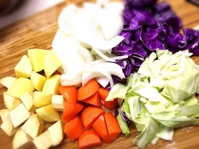 寒い冬は温かいもので、野菜の栄養を丸ごと摂取❤️ ダイエットには外からと中から両方バランスよく必要です。  ダイエットコースのお客様には食事など簡単にですがアドバイスさせて頂きます!  大手サロンにはできない細やかなケアを心がけております♡   #メールメールエステ#和光市エステ#エステサロン#プライベートサロン#エステ#デトックス#デトックスサロン#リンパ#リンパマッサージ#むくみ#ボディケア#冷え#ダイエット#部分痩せ#産後ダイエット#託児付きエステ#食事#フェイシャル#美白#保湿#子連れでエステ#綺麗になりたい#痩せたい#美意識#内側からのケア#アロマ#オイルマッサージ#オールハンド#ヒートマット
