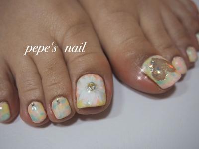 春を感じるフットネイル💅 久々にさざなみ登場。 ホワイトデーを意識した♡くり抜きと、お花アート🌸 いつもありがとうございます😊 ・ #pepesnail #nail #nailart #nailstagram #gelnail #nails  #paragel #pregel#handnail #footnail #ネイル #ネイルアート #きまぐれキャット#ハンドネイル#フットネイル#冬ネイル#春ネイル #さざなみ#タイダイ柄#サンプルより