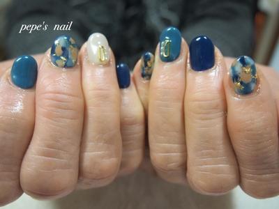 前回のバレンタインネイルから、一気に色味を変えて♡ サンプルからでした💅 ・ #pepesnail #nail #nailart #nailstagram #gelnail #nails  #paragel #pregel#handnail#ネイル #ネイルアート #ハンドネイル#フットネイル#冬ネイル #春ネイル#スワロフスキー#パール#サンプルから#自宅ネイル#大分市