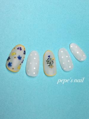 サンプルプル💅 すりガラスのようなマットコート。 涼しげで可愛らしい。 お花のカラーに合わせて、囲みのカラーをお好みに変えてもgoodです♡ ・ #pepesnail #nail #nailart #nailstagram #gelnail #nails  #paragel #pregel#vetro#bellaforma #handnail#ネイル#Amaily #ネイルアート #ハンドネイル #サンプル#サンプルチップ#自宅ネイル#大分市