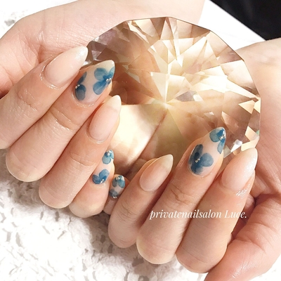 . #お客様ネイル#nail#nailart#💅 #大人ネイル#大人可愛い#kawaii #ポイントネイル#花#flower #シンプル#ワンカラー#レトロ #nailistagram#ラメ#シアーカラー #Nailbook#tredina#nailist#奈良 #自宅サロン#お家ネイル#Luce.