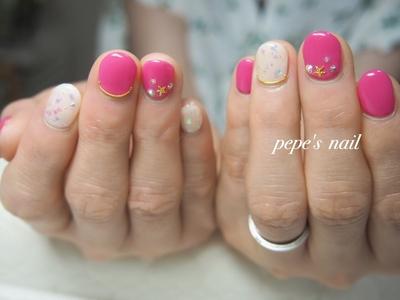 ジェルネイル初体験のお客様。 鮮やかなピンクに、夏らしいスターフィッシュをのせました♡ ・ #pepesnail #nail #nailart #nailstagram #gelnail #nails  #paragel #pregel#vetro#bellaforma #handnail#ネイル #ネイルアート #ワンカラー#スターフィッシュ#ホログラムネイル #ハンドネイル #お持ち込み画像#スワロフスキー #自宅ネイル#大分市