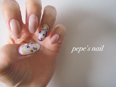 mynail💅 ドライフラワーを埋め込んで。 親指はマットコートに雫を。 薬指は囲みでなく先端のみパープルで線を引いてます。 あえて変化をつけて、お客様に提案しやすく♡ ・ ・ #pepesnail #nail #nailart #nailstagram #gelnail #nails  #mynail#paragel #pregel#vetro#bellaforma #handnail#ネイル #ネイルアート #ワンカラー#グラデーション#ドライフラワー#マイネイル#ハンドネイル #自宅ネイル#大分市