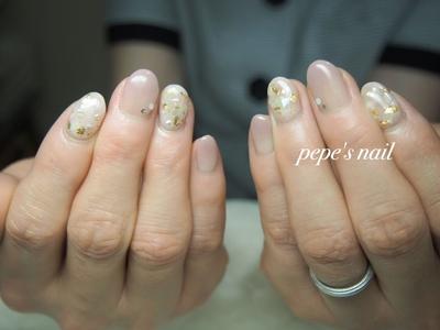 シェル×ゴールドのシンプルデザインが人気です💅 サンプルアレンジしています。 ・ #pepesnail #nail #nailart #nailstagram #gelnail #nails  #paragel #pregel#vetro#bellaforma #handnail#ネイル #ネイルアート #シンプルネイル#ハンドネイル #グラデーション#サンプルから#自宅ネイル#大分市