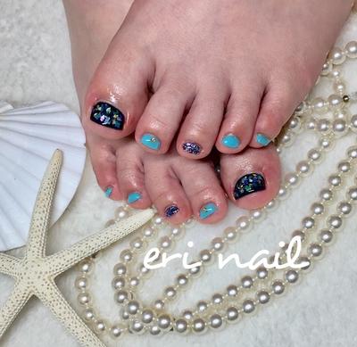 いつも、フットはピンク系のお花ですが、本当は青やブルー系が好き💕 ということで、初めてブルー系、青系のフットデザインを選ばれました💙✨ お客様のラッキーストーンがラピスラズリだそうで、フットがなんだかラピスラズリに見えてきちゃう感じです✨✨ とってもお似合いです👍✨    #ジェル #ジェルネイル #ジェルアート #ネイル #ネイルデザイン #ネイルアート #シェルネイル #シェルフットネイル #青ネイル #ラピスラズリ #名古屋ネイル #名古屋ネイルサロン #名古屋市ネイル #名古屋市ネイルサロン #天白区ネイル #天白区ネイルサロン #天白区原ネイル #天白区原ネイルサロン #天白区自宅ネイル #天白区プライベートネイル #駐車スペースあり