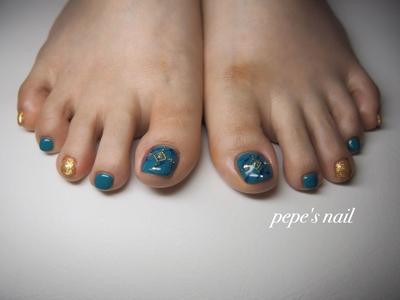 初のフットネイル💅 サンプルからでした。 ストーンはお任せで♡ 夏ネイルのできあがり〜 ・ #pepesnail #nail #nailart #nailstagram #gelnail #nails  #paragel #pregel#vetro#bellaforma #handnail#footnail#ネイル #ネイルアート #夏ネイル#フットネイル #ターコイズ#ワンカラー#大理石ネイル#自宅サロン#自宅ネイルサロン#大分市