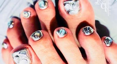 さいたま市与野エリアで活躍中! メンズネイリストNAOKIの手造りパーツ、ミラー、クリア、手描きアート、カスタマイズ/ニュアンス/ 個性派デザインがお好きな方、nail studio Liberへようこそ☻  #フットネイル #さいたま市与野ネイル #メンズネイリスト NAOKI #ミラー #クリア #ネイルスタジオリーベル
