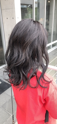 暗髪 グレー系カラー  ダメージも最小限に抑え、カットも普段可愛くなるようにこだわっております。