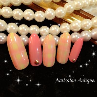 ⿻ほんわりチェック♡ ・ モノトーンの秋冬コーデにぴったり✨ ・ 女子力高めのデザインです(♡ˊ艸ˋ♡) ・ ・ *・・*..。.:*・・*:..。.:*・・* *・・*..。.:*・・*:..。.:*・・* ご予約はnailbookからできます♡ https://nailbook.jp/nail-salon/23177/ ・*・・*..。.:*・・*:..。.:*・・* *・・*..。.:*・・*:..。.:*・・* ・ #新宿#新宿ネイル#代々木#代々木ネイル #代々木ネイルサロン#代々木nail#ネイルサロン ❁ #オフィスネイル#大人ネイル#上品ネイル #秋ネイル#ウェディング #ウェディングネイル#ジェルネイル#swarovski#nail#jel#nailstagram