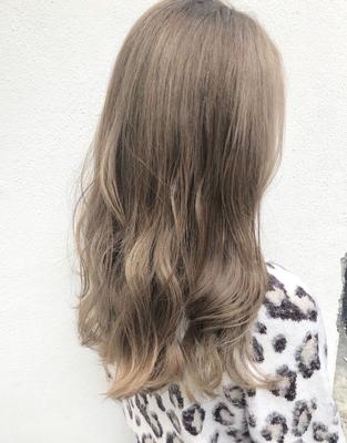 ミルクティーベージュ✨ #float梅田 #ヘアスタイル #fashion #ヘアセット #hair #haircolour #髪型 #ヘアカラー #カラー #外国人風 #関西サロモ #グレーアッシュ #梅田 #簡単ヘアアレンジ #ゆるふわ研究家 #デザインカラー #外国人風カラー #ヘアカタログ #ヘアカタ #グレージュ #ショートヘア #バレイヤージュ #ハイライト #インナーカラー #エモい #ブリーチ #パーマ #スタイリング #デジタルパーマ #ミディアム