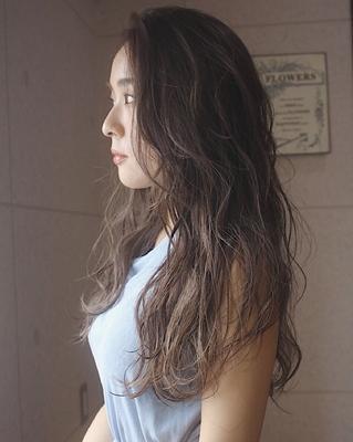 ✂︎明るすぎず、暗すぎず、丁度いいラインを目指します。  #カラー#カット#ミスチル美容師#巻き髪#グレージュ#赤坂#仕事帰り#ハイライト