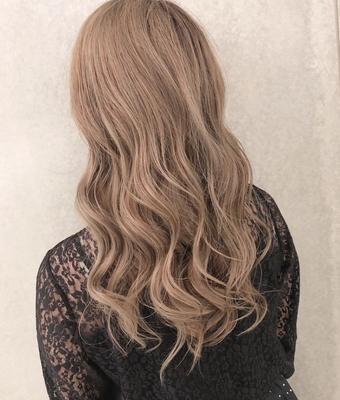 color:ホワイトアッシュ  #神戸 #三ノ宮 #美容院 #美容室 #美容師  #カラー #サロモ #ダメージレスブリーチ  #外国人風カラー #ハイライト #バレイヤージュ #サロモ #highlight #haircut #color #スタイリング #アレンジ  #ホワイト #hair #モード #ヘア  #大人 #大人可愛い #instagood