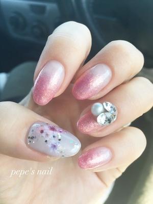 桜満開week🌸 今年はお花見することなく終わりそうです😭😭 来週は長男の入園式。桜は散ってるかもしれないので…自分の爪に桜をのせました。 どーかお天気になりますように♡ ・ ※現在、イベント等でネイルしたい!という方のみ受付しています。ただし小さい子どもがいる為、お時間許される方だけになります。ご了承ください🙇♀️ ・ #pepesnail #nail #nailart #nailstagram #gelnail #nails  #paragel #pregel#vetro#bellaforma #handnail#mynail#mynails #ネイル #ネイルアート#シンプルネイル#オフィスネイル#ハンドネイル #桜ネイル #春ネイル #マイネイル 自宅ネイル#大分市