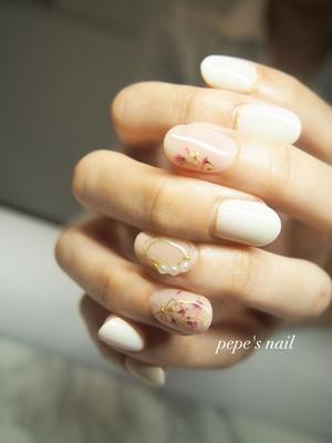 インスタから、初めましてのお客様♡ 息子さんの初節句のお祝いに合わせてのネイルでした💅 ドライフラワーとワイヤーを使ったサンプルから、色味を変えて。 美爪にとってもお似合いでした♡ 数あるサロンの中から選んでいただいてありがとうございました😊 ・ ・ #pepesnail #nail #nailart #nailstagram #gelnail #nails  #paragel #pregel#vetro#bellaforma #handnail#ネイル #ネイルアート#シンプルネイル#ワイヤーネイル #ドライフラワー#押し花ネイル #ハンドネイル  #自宅ネイル#大分市#大分市ネイル