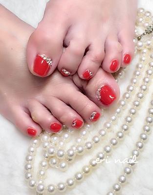 真っ赤なフットネイル❤️ 赤は大人な色気があって本当素敵だなぁ〜✨ キラキラも大好きなお客様なので、ストーンのキラキラも沢山つけて『色っぽくゴージャスに』     #ジェル #ジェルネイル #ジェルネイルデザイン #ネイル #ネイルデザイン #ネイルアート #ネイルブック予約受付中 #赤フットネイル #レッドフットネイル #色っぽいネイル #キラキラストーン #名古屋ネイル #名古屋ネイルサロン #名古屋市ネイル #名古屋市ネイルサロン #天白区ネイル #天白区ネイルサロン #天白区原ネイル #天白区原ネイルサロン #天白区自宅ネイル #天白区プライベートネイル #駐車スペースあり