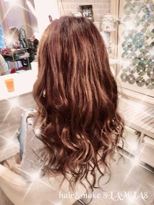 編み込みエクステ で ウェーブ巻き! 暑い季節はロングが流行ると言われています! ご予約 082-221-3872    hair&make 8LAMIA8