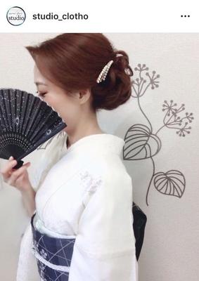 6月 単衣訪問着 + 和装ヘア ヒロ (hiro)  6月に入り→ 単衣訪問着の季節になりました。 白地のお着物に、濃い絽の帯,水色の絽の帯揚げ,がとても涼やかなコーディネートですね〜(^ ^). . #京都#祇園#kyoto#セットサロン #studioclotho#スタジオクロト #ヒロstudio  #着物#着物ヘア#和装  #ヘアアレンジ #ヘアメイク#アーティスト#美容師 #ファッション#モデル#カメラ #おしゃれ  #アップスタイル #ブライダル#結婚式 #イベント#パーティ