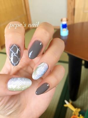 my nail💅 こんなテイストは初めてだな〜 まだまだアート練習しなきゃ。 ・ 今日は👨🏻と鍼治療。 肩こりと身体の調子を整えるために! 88歳の全盲の先生。どうぞ元気に長く現役続けて下さいね🙏 ・ #pepesnail #nail #nailart #nailstagram #gelnail #nails  #paragel #agehagel #pregel#vetro#bellaforma #handnail#mynail#mynails #ネイル #ネイルアート#シンプルネイル#オフィスネイル#ハンドネイル #手描きアート #手描きネイル#ボヘミアン #エスニック #エスニックネイル#大分市ネイル #マイネイル #自宅ネイル#大分市森