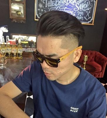 "Under Cut × Skin  Fade Style. #金沢バーバー #金沢市バーバー#金沢スキンフェード#金沢市理髪店  #金沢市 で「#スキンフェードカット 」「ポマード」「メンズカット」のことは金沢駅近く バーバーショップ ""スピークイージー,,へ http://barber-speakeasy.crayonsite.net 当店コンセプト↓ https://ameblo.jp/barberspeakeasy/entry-12248938636.html #金沢駅周辺#金沢市理容室#金沢市床屋#金沢市メンズカット#金沢市フェードカット#金沢バーバースタイル #金沢市バーバーショップスピークイージー #金沢市スキンフェード#金沢バーバーショップ#金沢市バーバーショップ#スタッフ募集中"