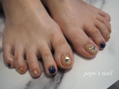 お客様ネイル💅 年に一回のフット♡ 手に使えない濃いカラーを😊 ・ #pepesnail #nail #nailart #nailstagram #gelnail #nails  #paragel #ageha #agehagel #pregel#pregelmuse#vetro#bellaforma #handnail#ネイル #ネイルアート#シェルネイル#ワンカラー #夏ネイル#フットネイル  #自宅ネイル#大分市ネイル #大分市森