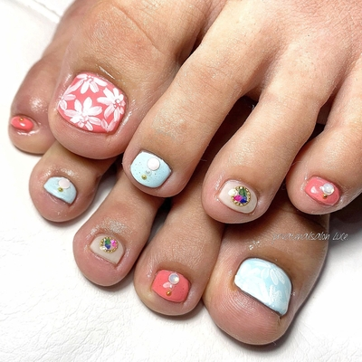 . #艶 #footnail #simplenails #nailsofinstagram #summernails #アシンメトリーネイル #flower  #💅🏻 #nail #gelnail #nailist #nailart #naildesign  #お友達ネイル #nara #奈良県 #奈良ネイルサロン #お家ネイル #自宅サロン #privatenailsalonLuce. #Nailbook #tredina #掲載 #instagram #instanail  #nailistagram #instalike #instagood #nails2019