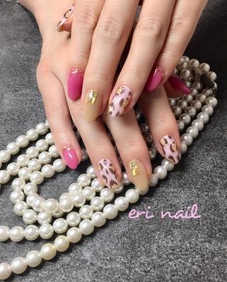 ピンクヒョウ柄💕 いつも美しく上品なお客様にピッタリのピンクヒョウ柄は、 お客様のネイルテーマにピッタリです👍✨ 『華やかで 可愛らしさもあり、綺麗目で スタイリッシュでカッコいい』💕 まさにそのもの🤗✨ お手入れされた白い肌にショッキングピンクが パッと華やかでとっても素敵でした😊💕