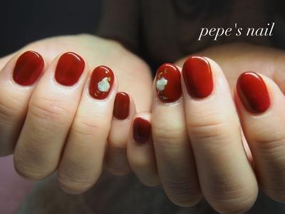 母ネイル💅 手作りボルドーのワンカラー。濃い色で肌も白く見えて、一気に秋らしく。 モノトーンの格好に深い赤がとってもいい感じ♡ ・ #pepesnail #nail #nailart #nailstagram #gelnail #nails  #paragel #ageha #agehagel #pregel#pregelmuse#vetro#bellaforma #handnail#ネイル #ネイルアート#ワンカラー#ボルドーネイル #シェル#60代ネイル#ハンドネイル  #自宅ネイル#大分市ネイル #大分市森