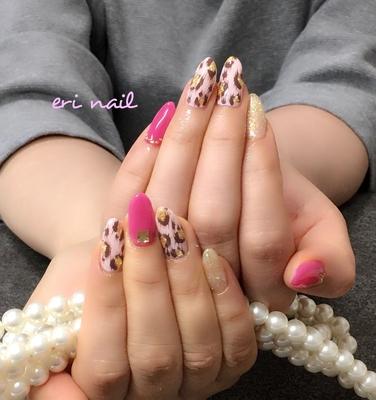 ピンクヒョウ柄💕 ネイビーサンプルとピンクヒョウ柄で迷いに迷って今回はピンクヒョウ柄に決められました💕 ショッキングピンクが白い肌に似合いすぎぃ〜😊💕 可愛いなぁ〜