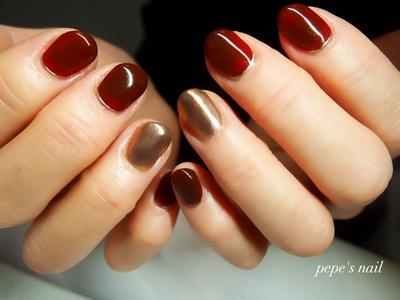 母ネイル💅 前回のカラーよりももっと深く。手作りワンカラー。 二色のミラーをミックスして、ワンポイントに。 ・ #pepesnail #nail #nailart #nailstagram #gelnail #nails  #paragel #ageha #agehagel #pregel#pregelmuse#vetro#bellaforma #handnail#ネイル #ネイルアート#ワンカラー#ボルドーネイル #ミラーネイル #60代ネイル#ハンドネイル  #自宅ネイル#大分市ネイル #大分市森